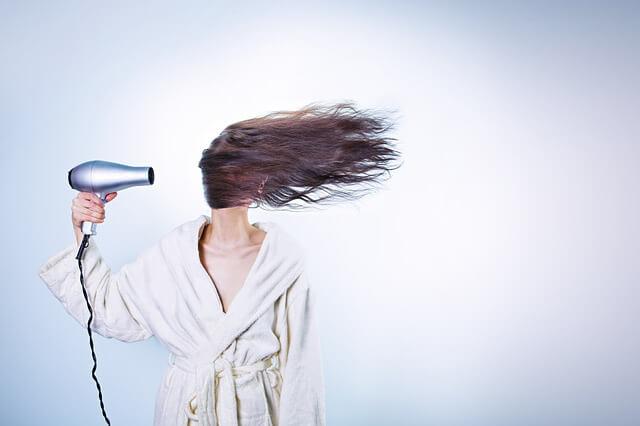 用吹風機過熱反而造成頭皮負擔