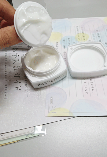 Psホワイトクリームの蓋を外した状態