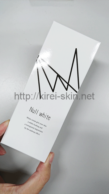 NULL WHITE(ヌルホワイト)の箱