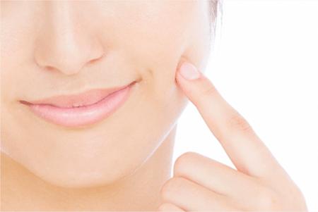 フラーレンは抗酸化作用で肌をケアする効果あり